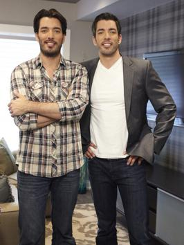 Jonathan and Drew Scott Shirtless http://stagingdecoratingonthecheap.blogspot.com/2013/02/hgtv-diy-shows.html