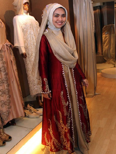 FOTO AKAD NIKAH OKI SETIANA DEWI VS ORY VITRIO Model Baju Muslim Gaun Pengantin