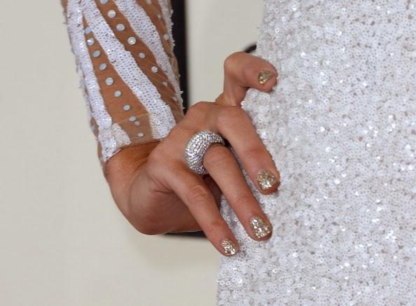 Esmalte prata de Paris Hilton no Grammy 2014