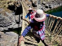 Selama 5 Abad, Masyarakat Ini Lewati Jembatan Jerami