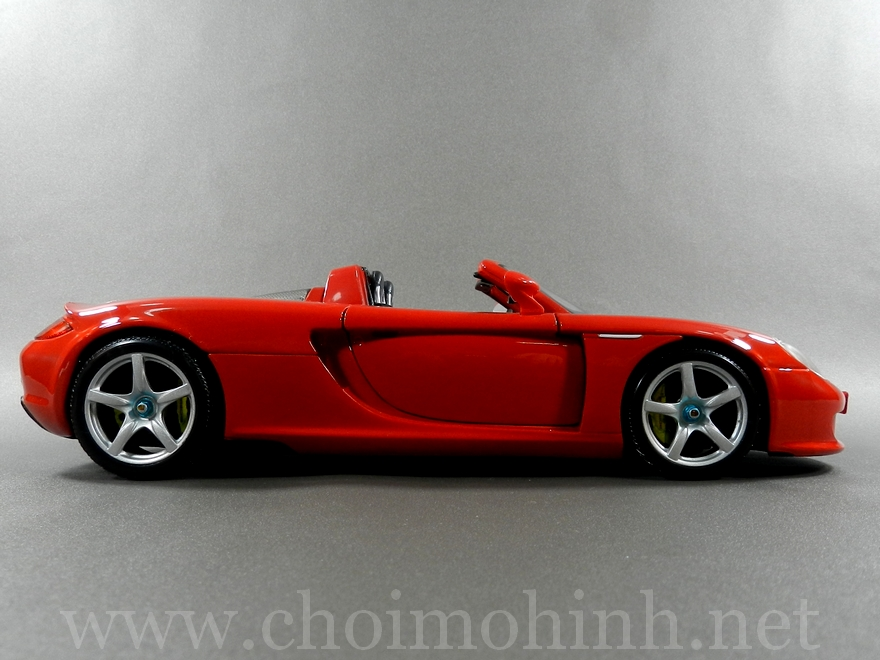Porsche Carrera GT 1:18 Maisto side
