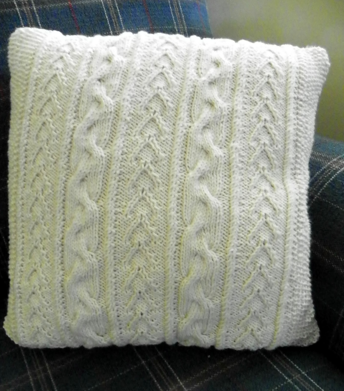 Knitting Pattern For Large Cushion : Lazy Days and Sundays: Cabled cushion