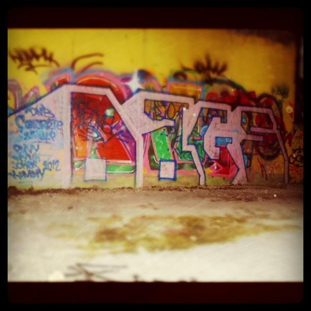 Labelsing Graffiti Legal Throw Ups Wall