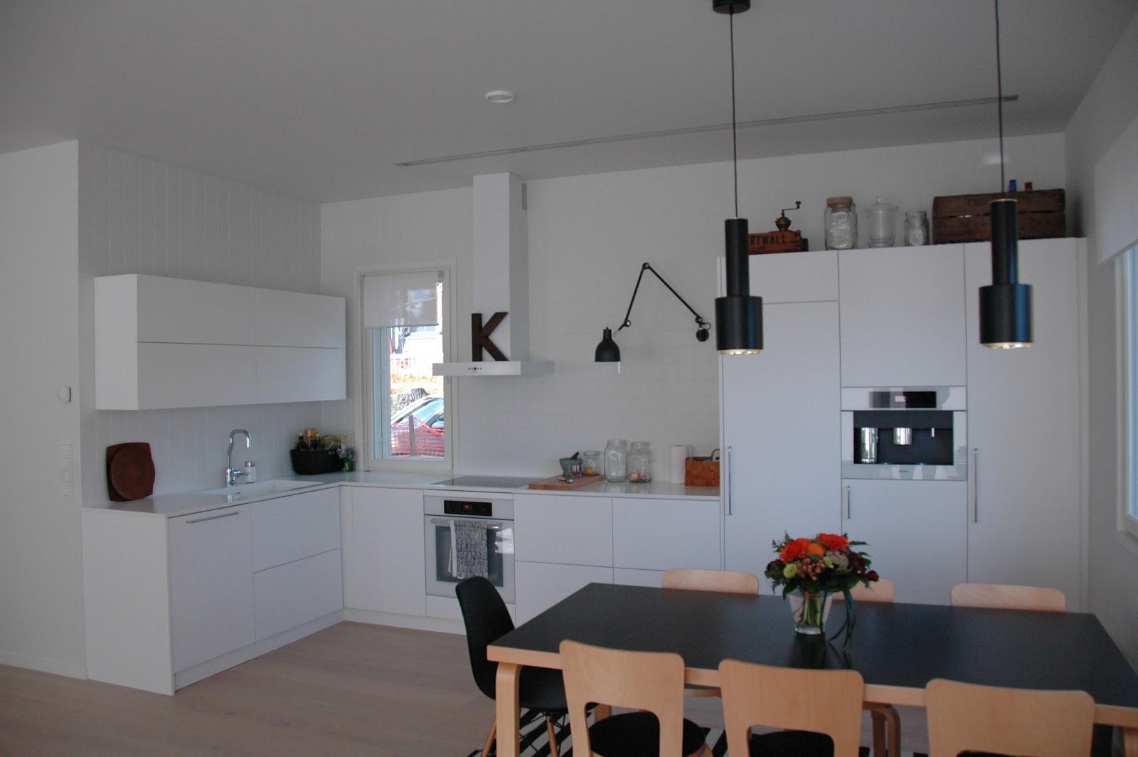 moderni puutalo Modernin puutalon keittiö