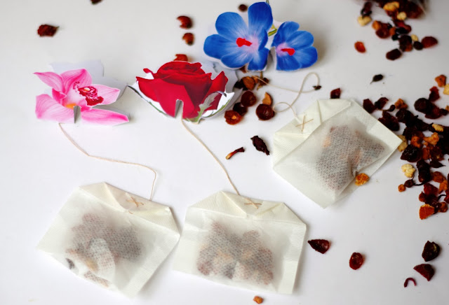 Blossom tea bag free printable designed by Xenia Kuhn for lifestyle blog www.fashionrolla.com