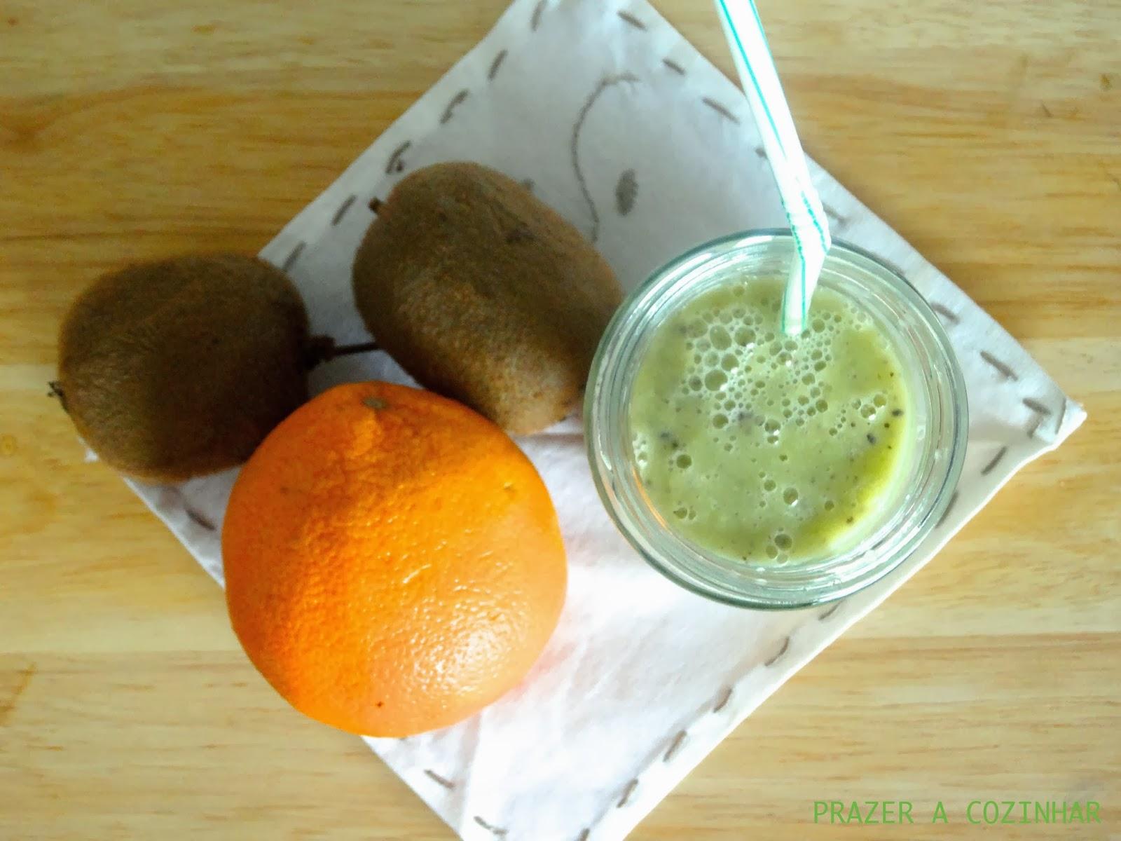 prazer a cozinhar - Smoothie de kiwi, laranja e cardamomo