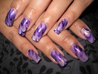 ukrasavanje noktiju - ljubicasti nokti  water marble nokti 001