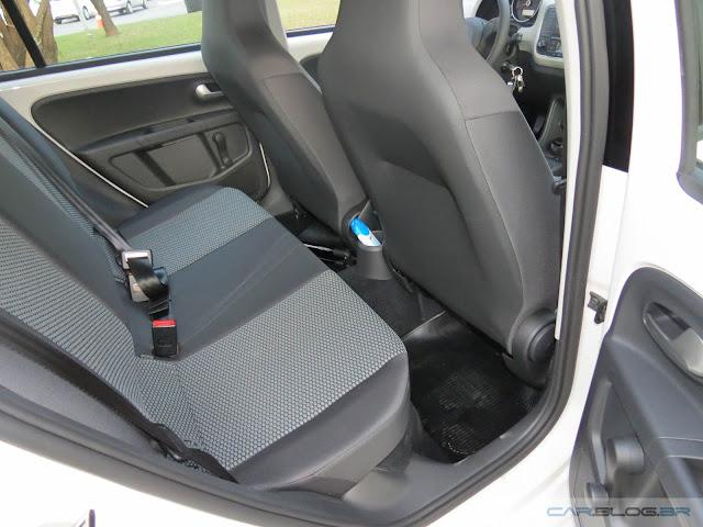 Volkswagen Up! TSI - espaço traseiro