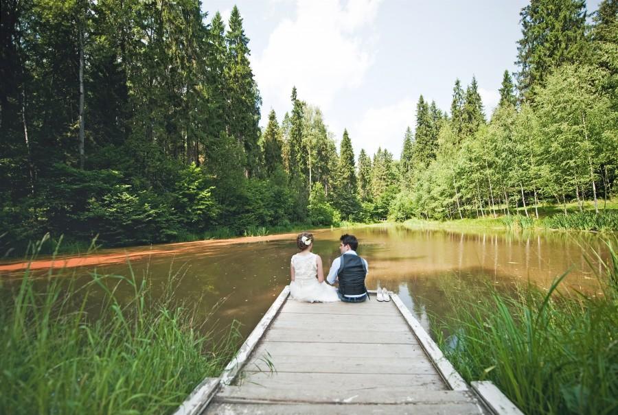 Novios en el lago