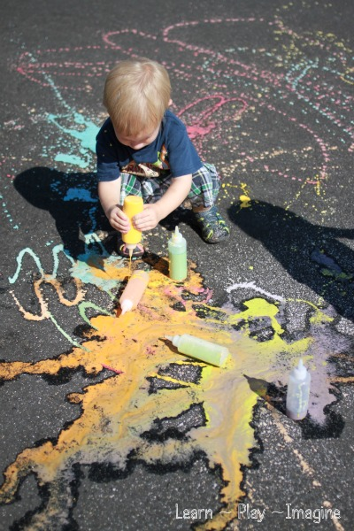 Art with scented sidewalk chalk - summer recipe for PLAY