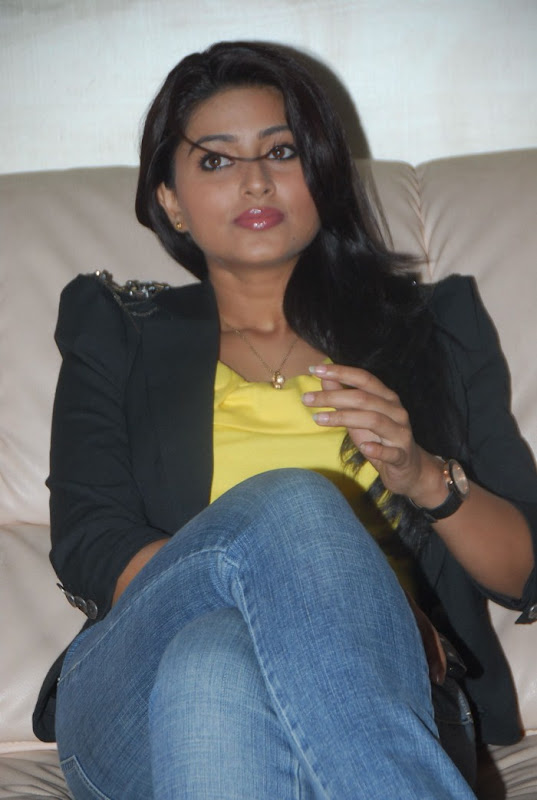 Sneha Latest Photo Gallery Part II cleavage