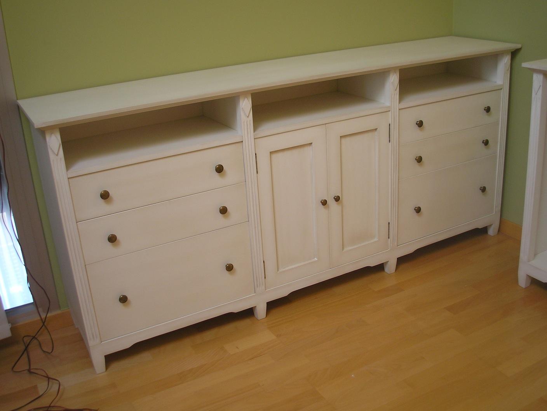 Muebles aparadores lacados en blanco envejecido muebles - Aparadores a medida ...