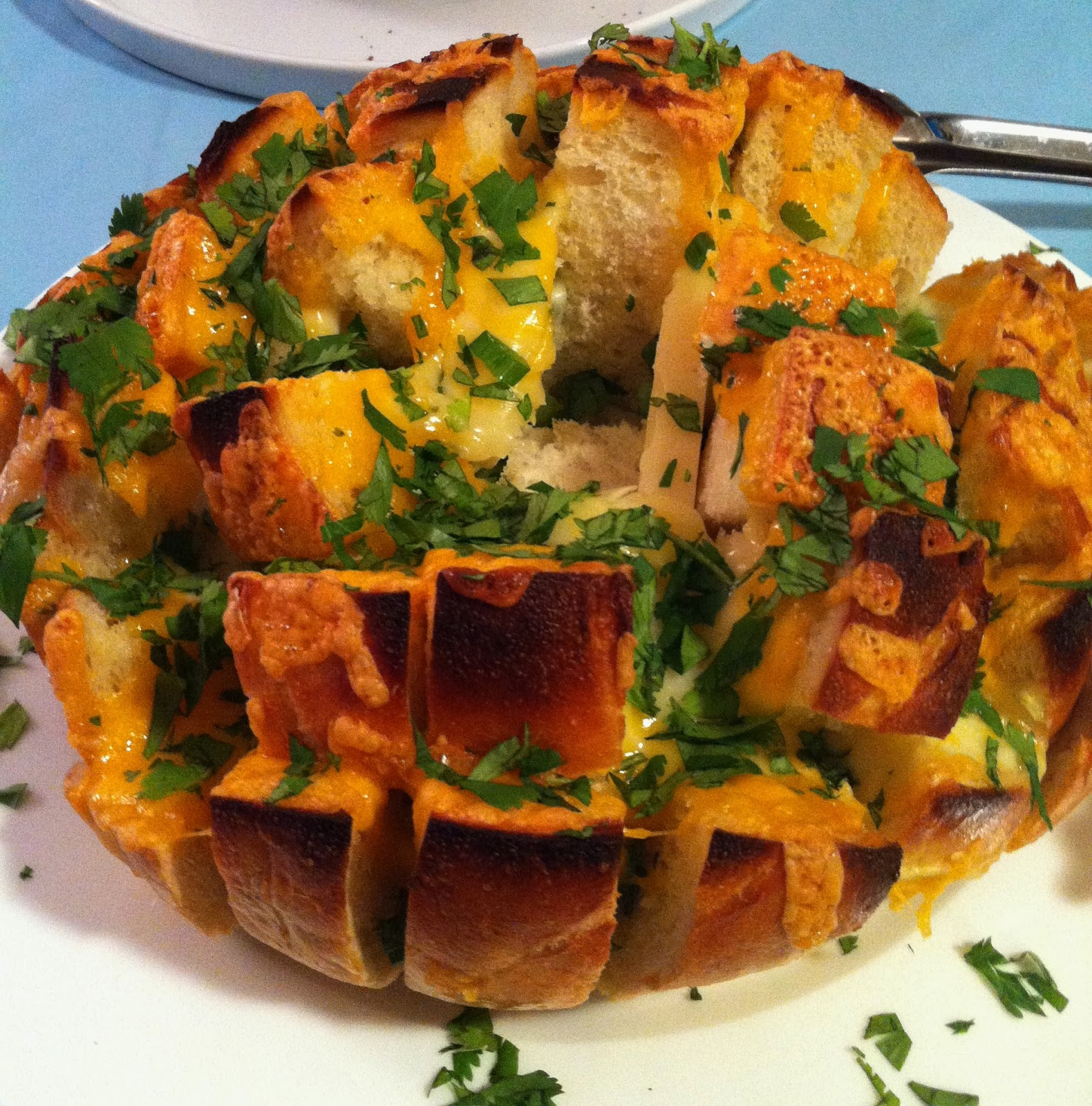 My Tiny Oven: Cheesy Garlic Pull-Apart Bread