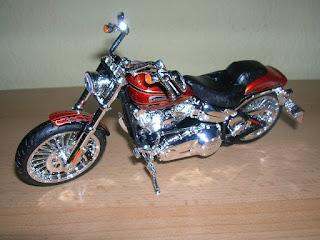Maisto Harley-Davidson 2014 CVO Breakout 1:12 Motorrad Chopper Motorbike Moto