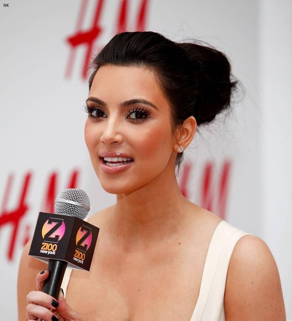 http://2.bp.blogspot.com/-Ilt5tSvkPEE/TbS4_L3jdzI/AAAAAAAADvc/KJ52ksFEw1k/s1600/kim_kardashian_dress%2B%25285%2529.jpg