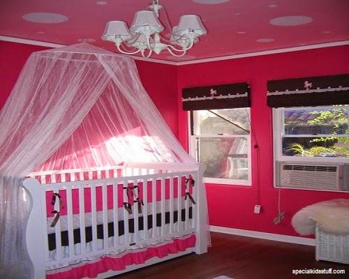 Décoration pour chambre future bébé fille