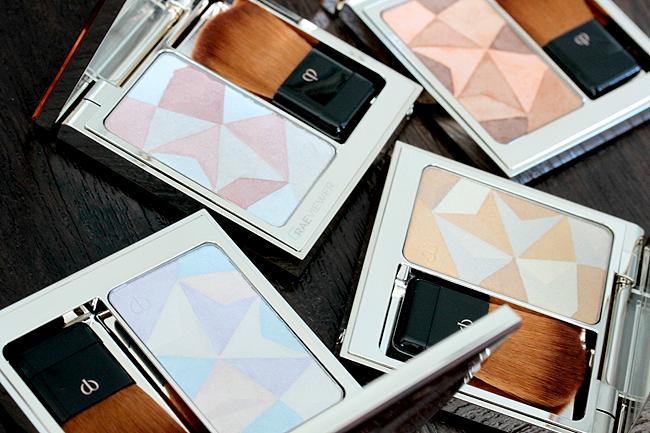 Amanda Seyfried uses Luminizing Face Enhancer (Face Scrub )