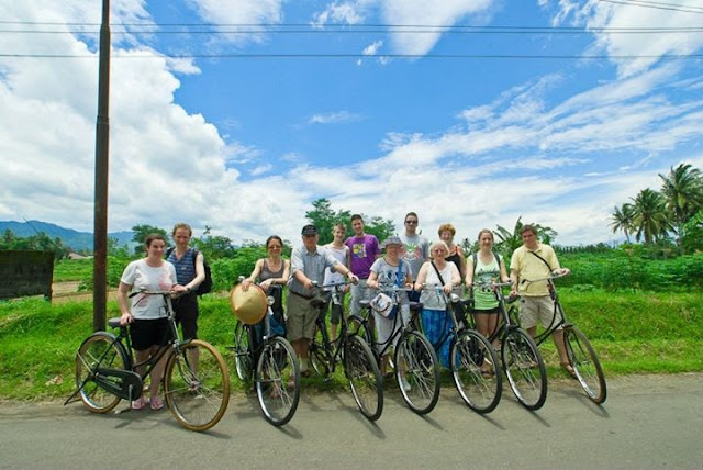 Borobudur-rice-field-cycling-tours