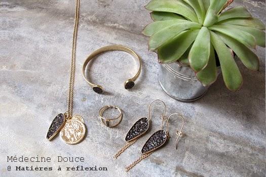 Bagues collier boucles d'oreilles bracelet Medecine douce bijoux lingot doré noir