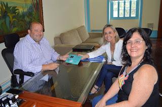 Prefeito Márcio Catão é convidado por professoras municipais para participar do lançamento do livro 'Magistério – O que falta aprender...'