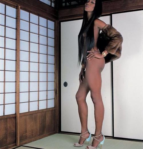 naomi-campbell-nuda