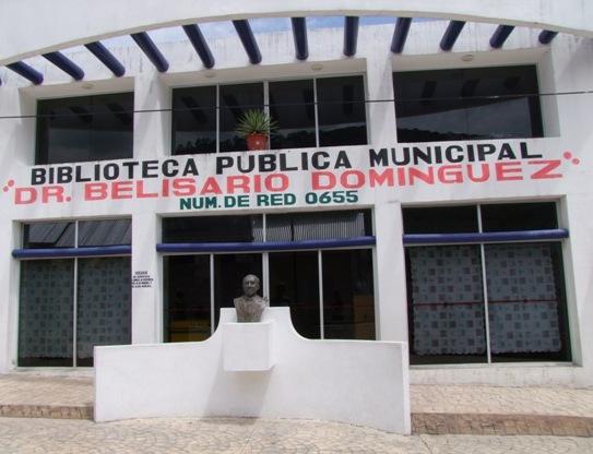 El busto de Don Belisario Domínguez de Motozintla, en un basurero