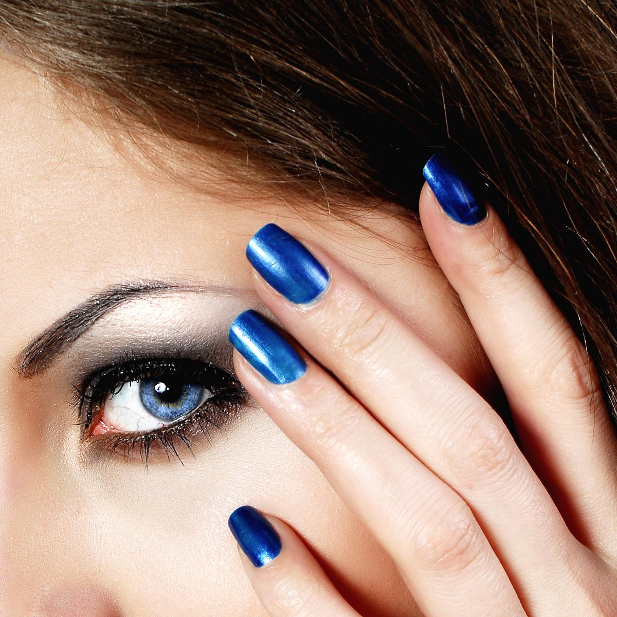Какие ногти сделать к темно синему платью