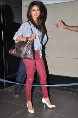 priyanka chopra leaving for iifa awards 2012 singapore hot images