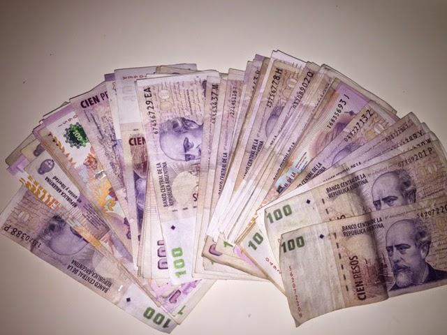 Das Geldwechseln in Argentinien - auf der Strasse zum inoffiziellen Strassenkurs