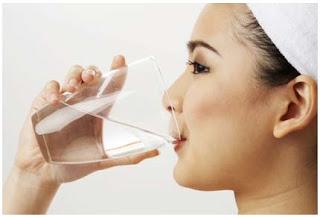Mengonsumsi Air Putih yang Cukup Dapat Mengatasi Wajah Kering