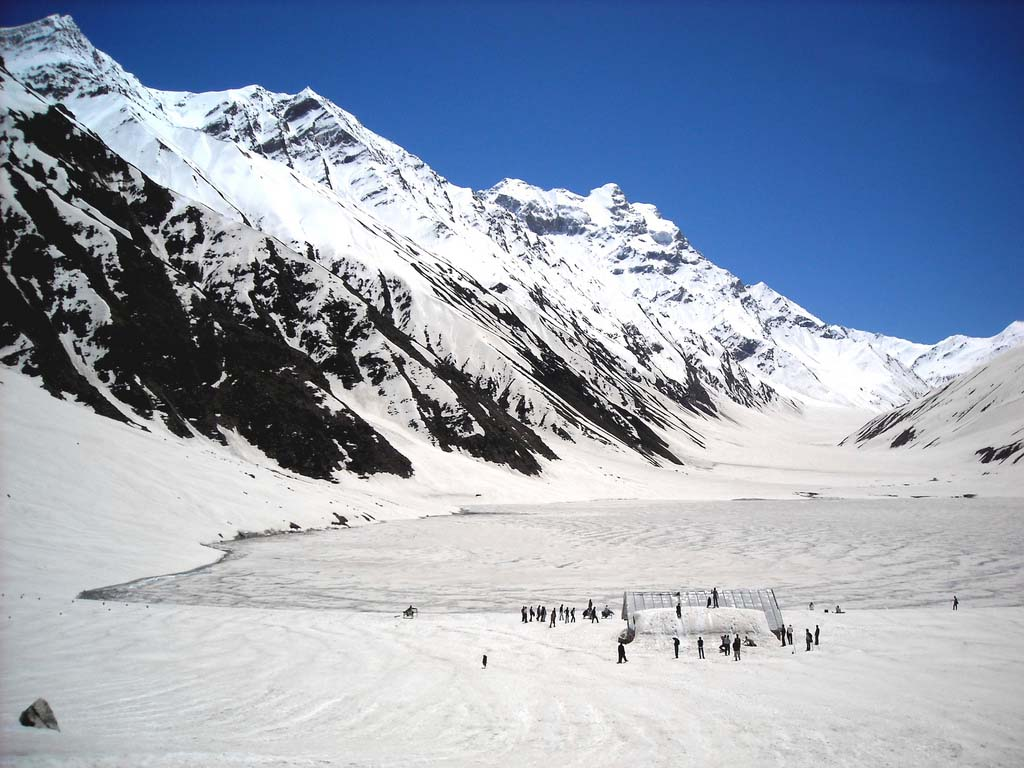 Jheel Saif Ul Malook Pakistan http://moonincloud.blogspot.com/2013/01/kaghan-valley-naran-urdu-travel-guide.html