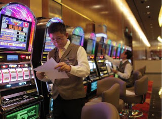 The Best Blog Ever Travel the world RTW- Family Travel Slot Machines Marina Bay Sands Casino In Singapore