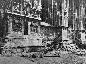 il Duomo di Milano dopo un bombardamento
