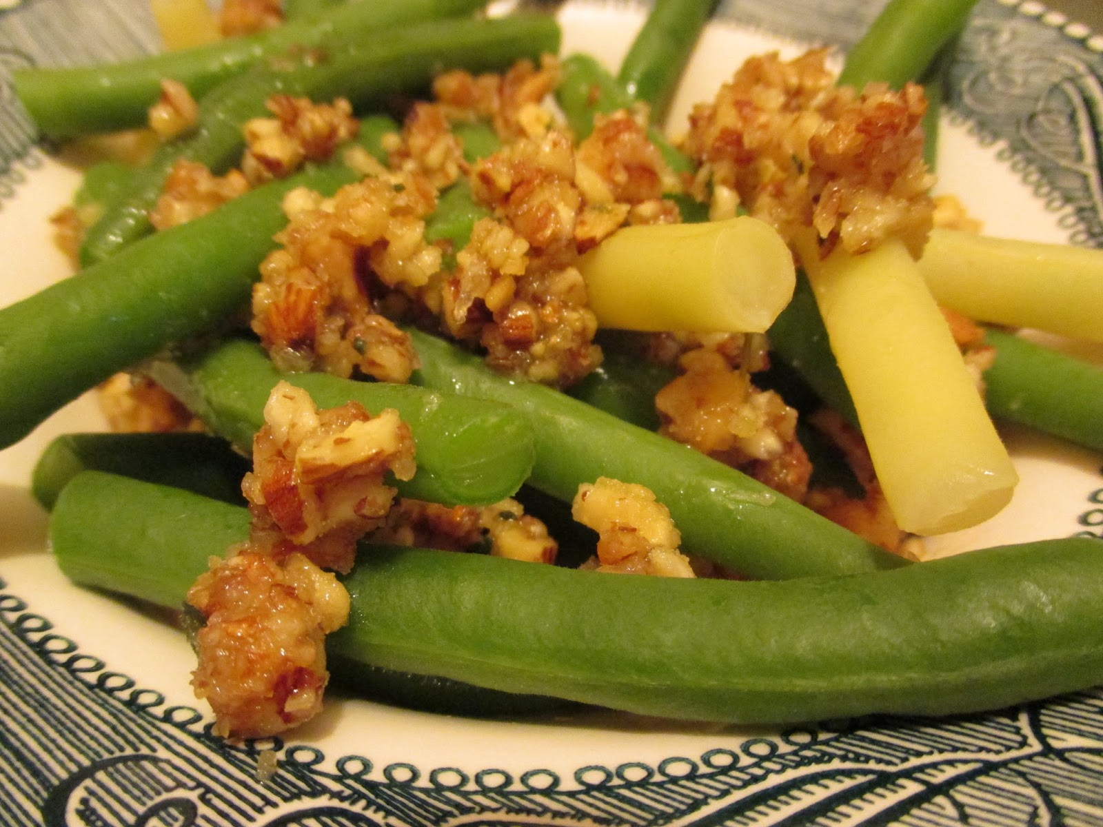 Bookcook: GREEN BEANS WITH ALMOND PESTO