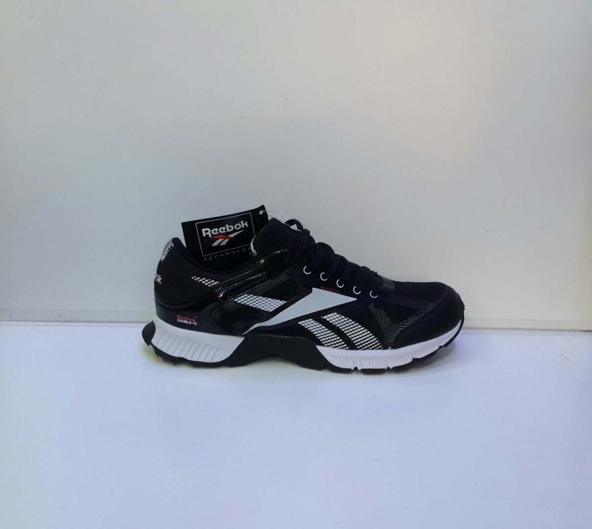 foto sepatu Reebok ZigWild TR, sepatu reebok running, toko sepatu hitam