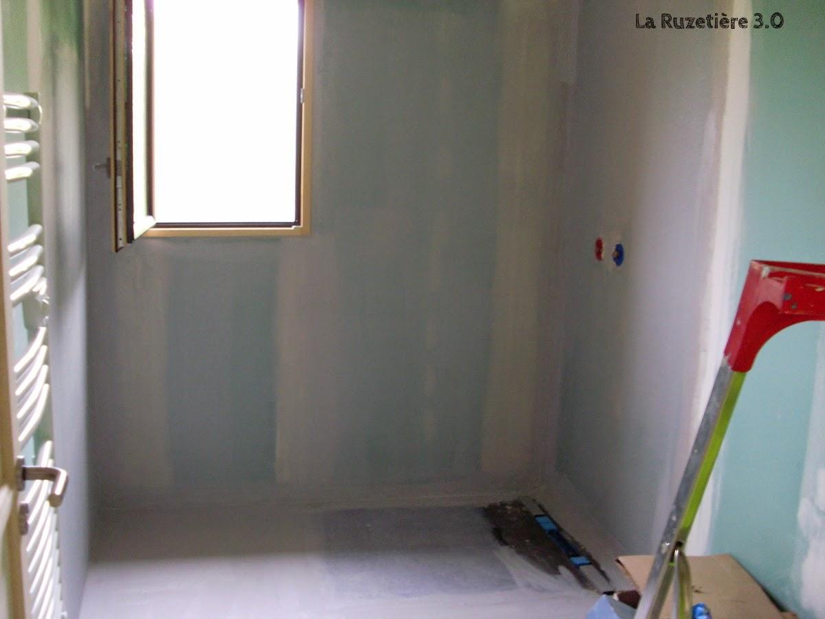 sous couche pour carrelage sous couche sur carrelage sur idee deco interieur blanche pour. Black Bedroom Furniture Sets. Home Design Ideas