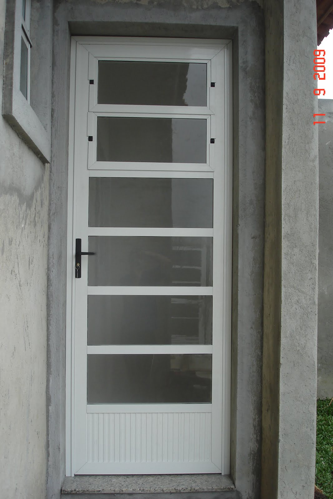 #575243 porta giro com lambri travessas e basculante portaria linha 30 1106 Portas E Janelas De Aluminio No Df