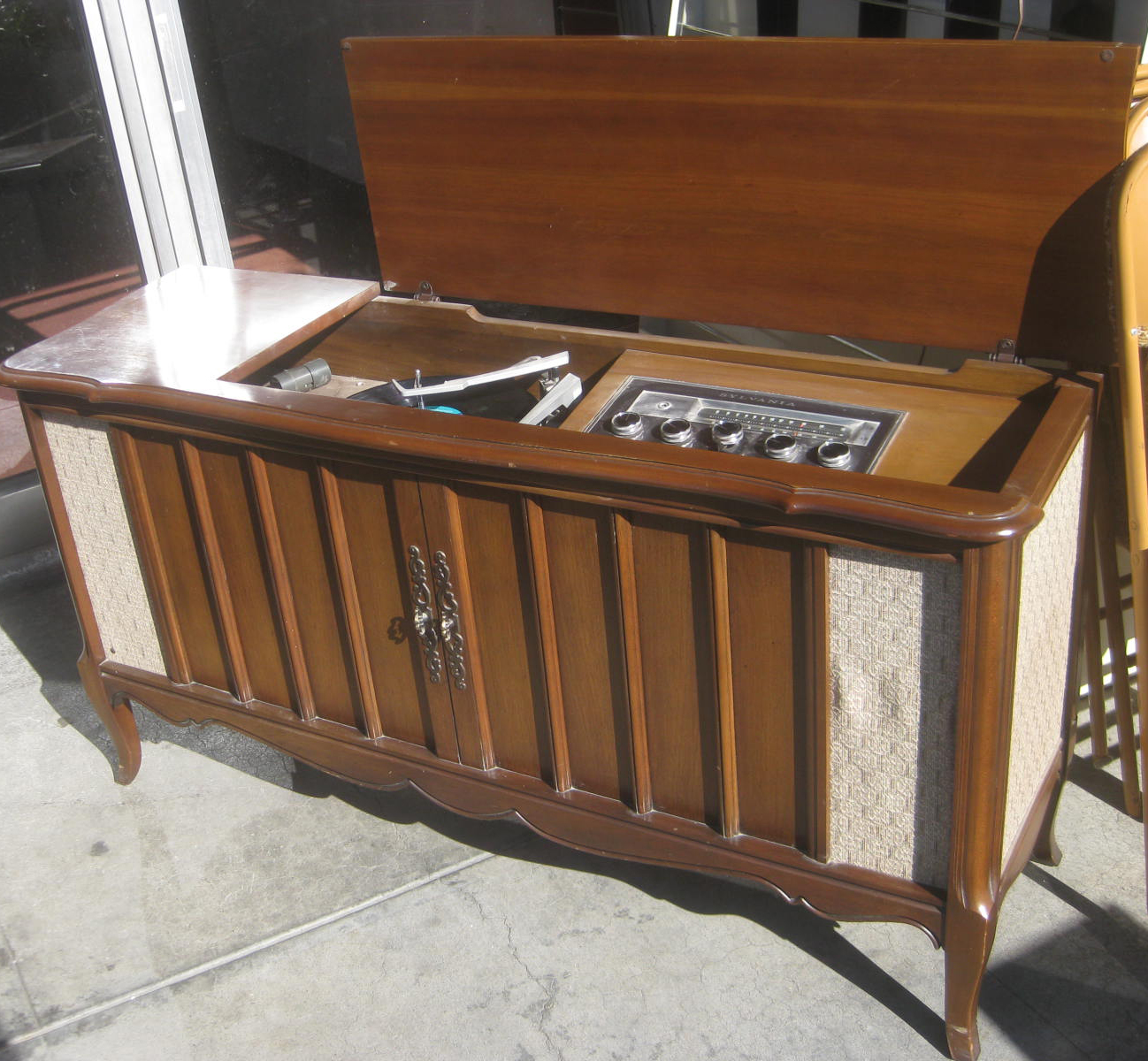 Uhuru furniture collectibles sold retro stereo for Turntable furniture