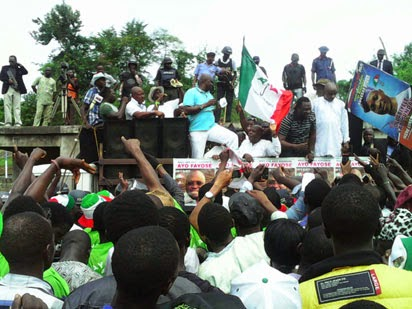fayose stage collapsed
