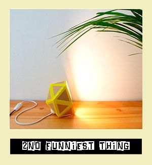 http://diy.2ndfunniestthing.com/2014/11/lampara-carton-origami-reciclado-diy-tutorial.html
