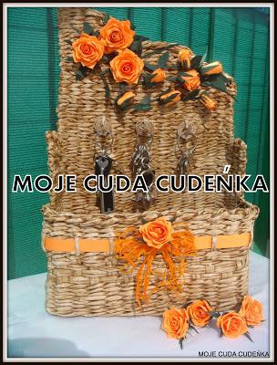 róże z papieru koszyk malowany kawą