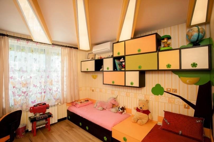Детска стая с таван слънце