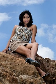 sri lankan model piyumi in short skirt unseen pics
