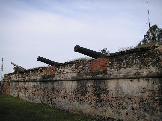 英国军队遗留的大炮