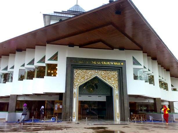 4.000 Masjid di Bandung Segera Miliki Sertifikat Arah Kiblat