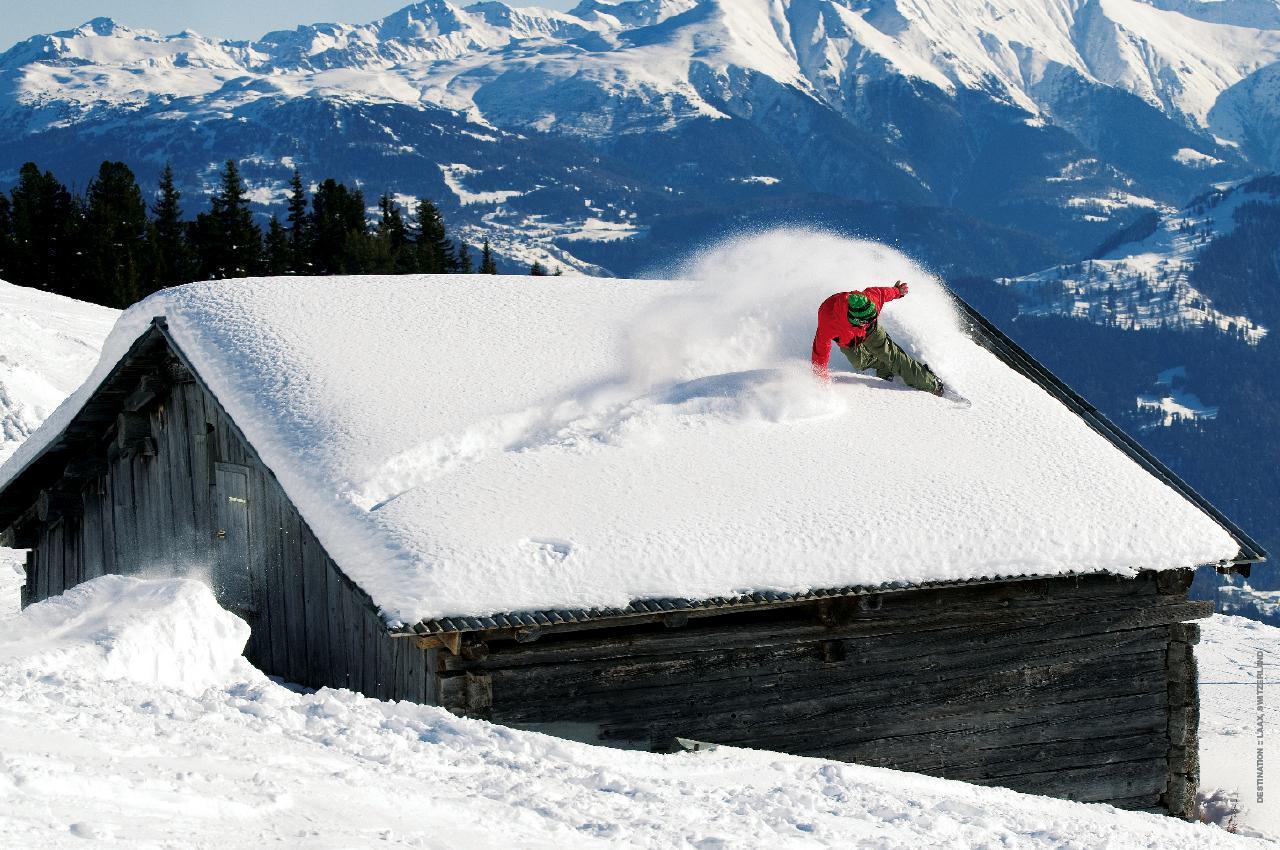 http://2.bp.blogspot.com/-IqEvAfS9iVI/T1jGwrsZePI/AAAAAAAAA6o/jpNUPglUDNs/s1600/snowboarding-wallpaper-3.jpg
