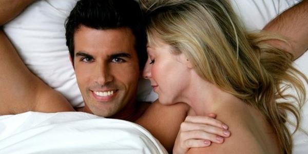 5 Posisi Hubungan Suami Istri  yang Mudah Buat Pria Puas