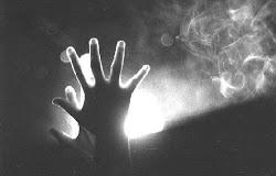 ¿ Ves esos huecos que hay entre tus dedos? Tucha, están reservado para los míos.