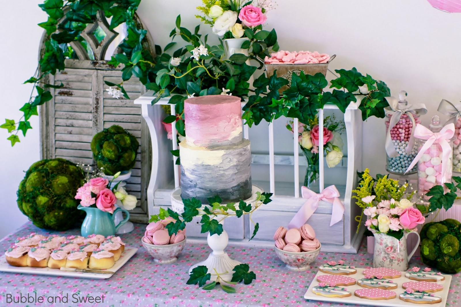 Bubble and sweet sweet 39 s gardening party with pink and for Garden table decorations