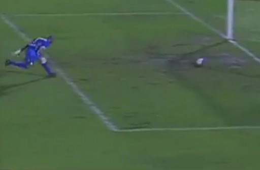 Guarani goalkeeper fails to save an own goal from teammate Rodrigo Arroz